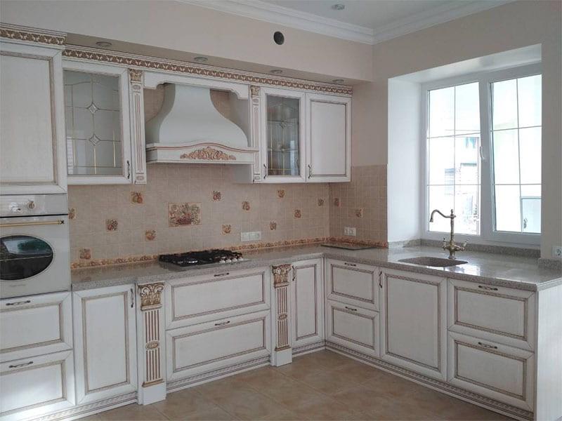 Кухни с фасадами из массива дерева